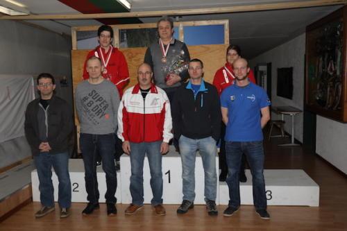04 Finalisten Elite Kniend