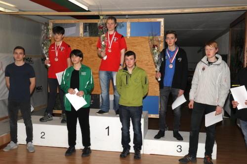 19 Sieger Junioren Kniend