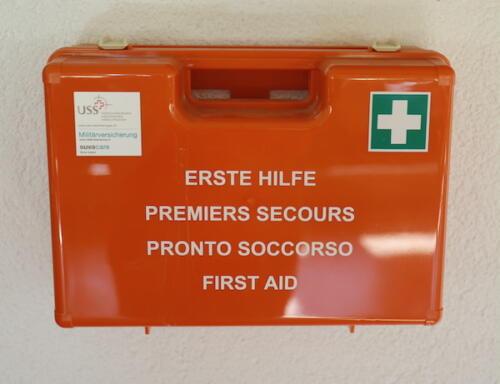 13 Erste Hilfe Box